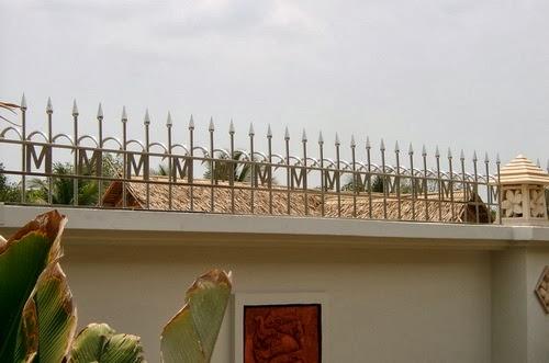 รั้วบ้านสูง ป้องกันขโมย