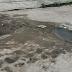 Cano estourado da Compesa desperdiça água na Iputinga