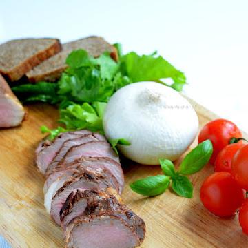 Pieczone polędwiczki wieprzowe - domowa wędlina - Czytaj więcej »