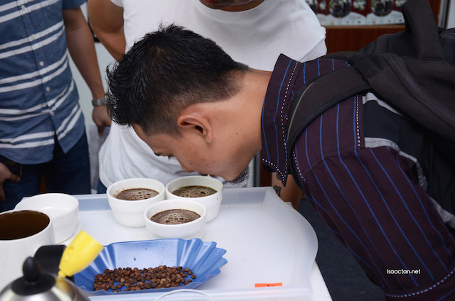 Fellow blogger MelastikBintang giving his nose the coffee test