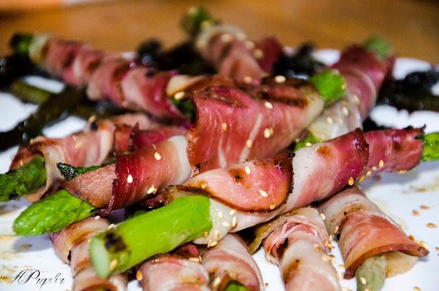 Аспержи-с-прошуто-и-сусам-Asparagus-with-prosciutto