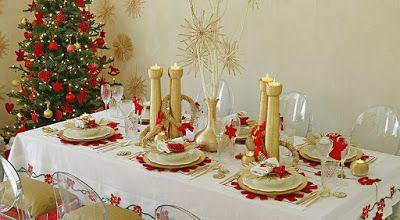 Felices fiestas y buen apetito. Mesa navideña y arbolito de navidad