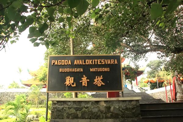 Pagoda Buddhagaya, di Watugong Semarang Jawa Tengah