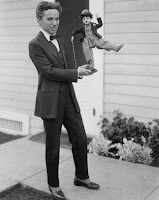 Чарли Чаплин с куклой Бродяги 2