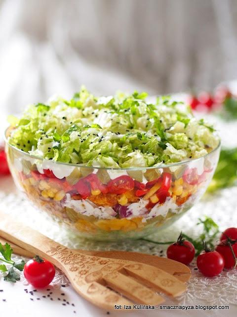 pekinka, salatka gyros, warzywa, kurczak, z kurczakiem, filet z kurczaka, salatka z miesem, kolorowe warstwy, micha salatki