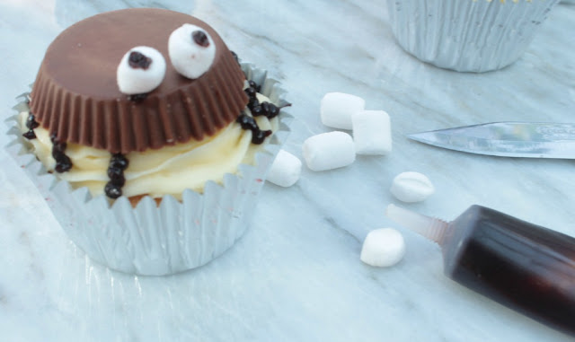 making Reese's Peanut Butter Cup Spider Cupcakes for Halloween