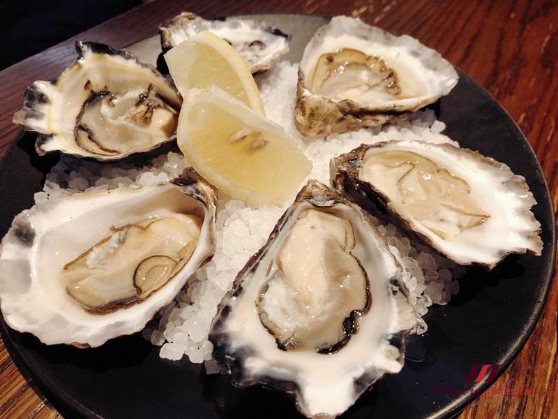 australia seafood crown melbourne cervo cafe oysters