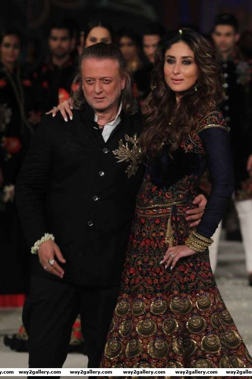 Kareena Kapoor turned showstopper for Rohit Bal at Lakme Fashion Week SummerResort