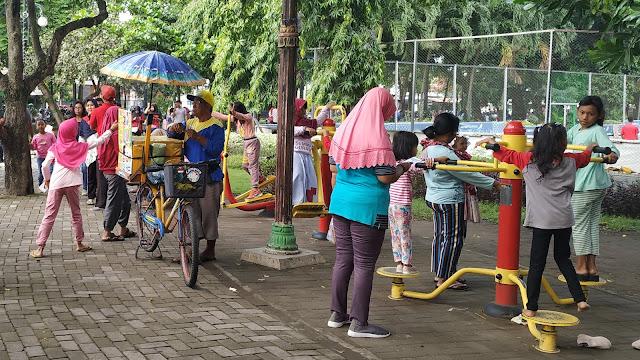 Tempat Wisata di Jombang Car Free Day dan Kebon Rojo