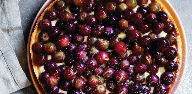 Grape and rapadura tart