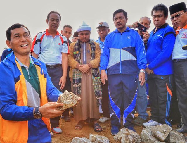 Bupati Simalungun JR Saragih (kiri)