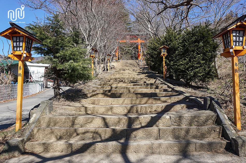 เจดีย์แดง (Chureito Pagoda) การเดินทาง