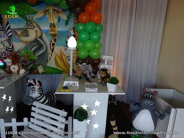 Decoração de festa infantil Madagascar - mesa temática de aniversário provençal simples
