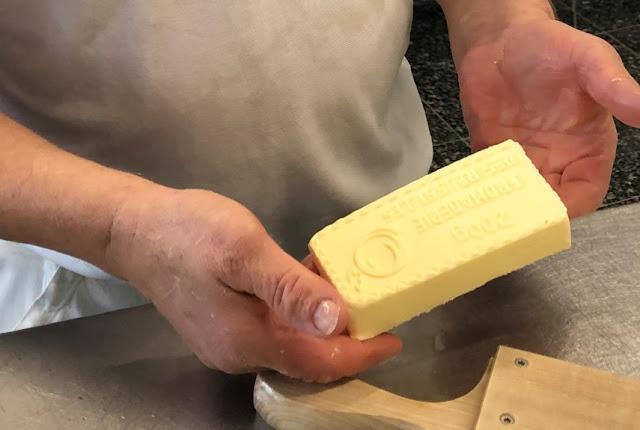 Hans-Peter Furrer erfindet die Käsereibutter aus Bio-Produktion neu
