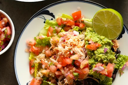 COPYCAT CHIPOTLE CHICKEN BURRITO BOWL