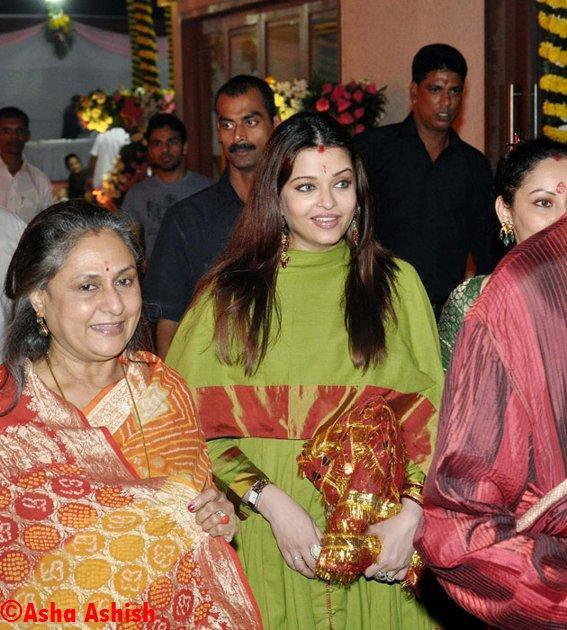Asha Ashish Aishwarya Rai Bachchan Baby Bump Visible  Sanjay Dutts Mata Ki Chowki-4016