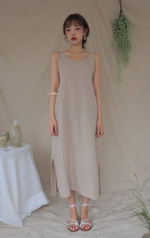 Side Slit Sleeveless Midaxi Dress