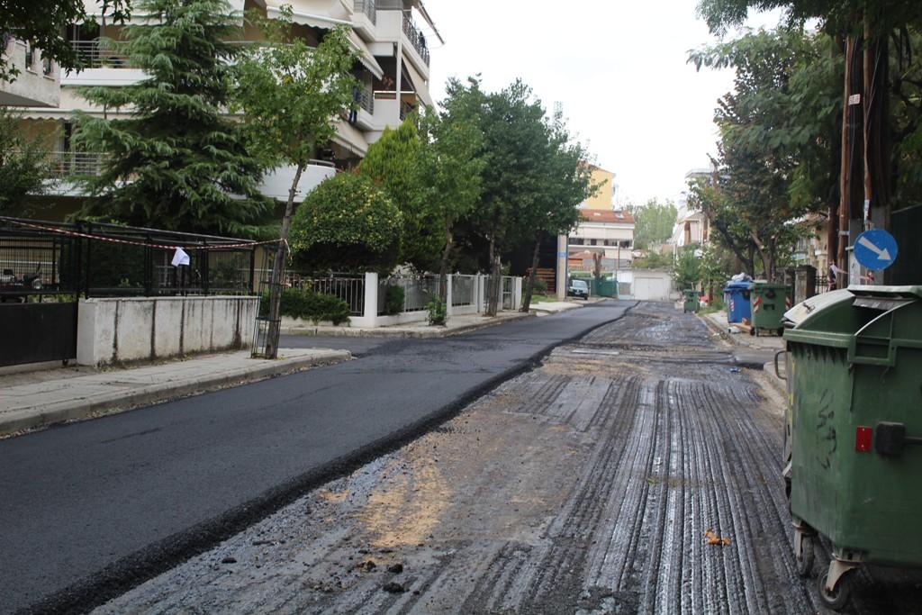 Ασφαλτοστρώνονται οι συνοικίες του Ιπποκράτη και των Αμπελοκήπων στη Λάρισα (ΦΩΤΟ)