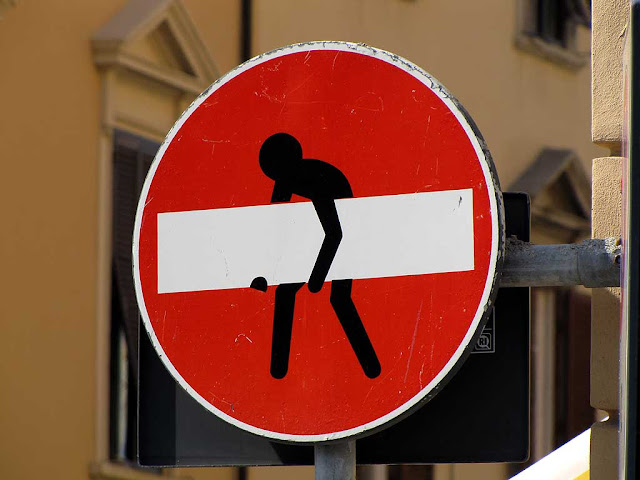 No entry sign with a guy carrying a huge beam, Clet Abraham, via Buontalenti, Livorno