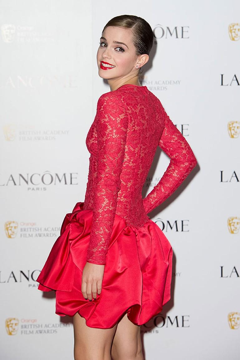 103f316e835d0 Harry Potter serisiyle tüm dünyanın tanıdığı bir aktris olan Emma Watson'ın  şu an eğitim gördüğü Oxford'da bulunan Headington School ünlü aktristin  diğer ...