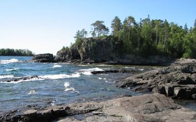 Danau Superior, Amerika Utara, ombak yang memungkinkan pengunjung bermain selancar di danau ini, ya memang ombaknya besar seperti di pantai.