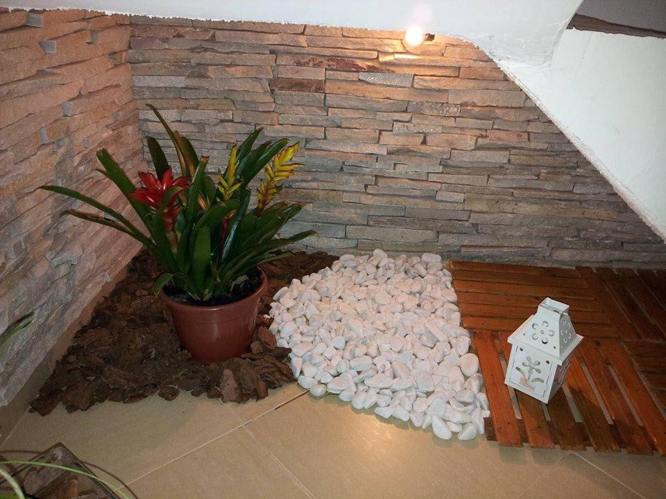 30 Spectacular Indoor Small Pebble Garden Ideas - Decor Units