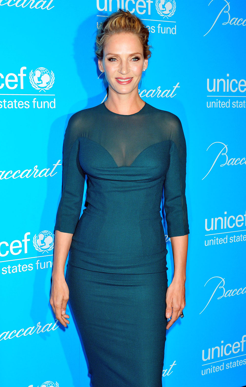 Uma Thurman In A Very Tight Fitting Dress In Unicef