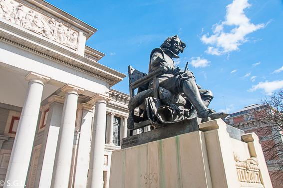 Estatua de Velazquez en el museo del Prado
