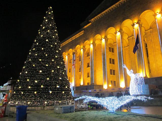 Las calles de Tbilisi se iluminan por Navidad