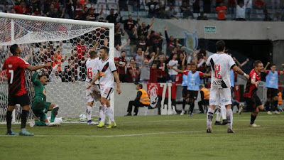 Athletico-PR dominou o Vasco do início ao fim (Foto: GISELE PIMENTA/FRAMEPHOTO/ESTADÃO CONTEÚDO)