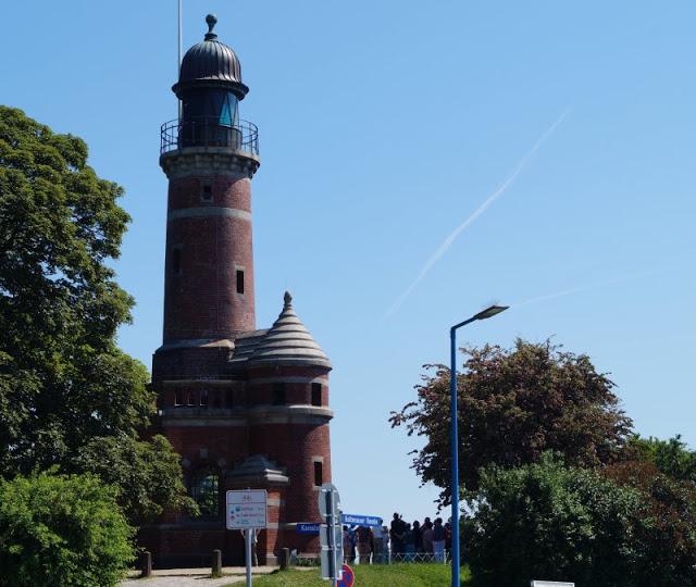 #OstseeBlogger: 25 Gründe, weshalb wir glücklich sind, an der Ostsee zu leben. Der Leuchtturm von Holtenau ist super für eine Hochzeit am Meer.