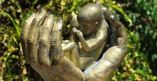 Για ανθρωποκτονία οι γιατροί που ξεγέννησαν 11χρονη από το παιδί του βιαστή της!