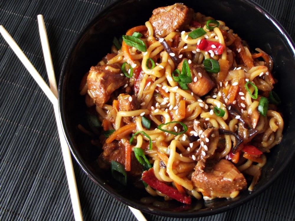 http://www.caietulcuretete.com/2013/05/noodles-cu-pui-si-legume.html
