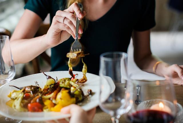 女の子と食事デート