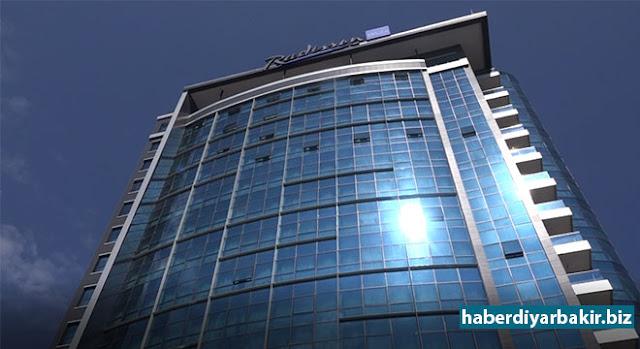 DİYARBAKIR-Diyarbakır sermayeli Meya Otelcilik Turizm A.Ş tarafından Aralık 2013'te yapımına başlanan ve 3,5 yıl süren Radisson Blu Hotel Diyarbakır için toplamda, 25 Milyon dolar harcanarak 167 odalık ve 99 kişilik personelli ile misafirlerine hizmet vermeye başladı.