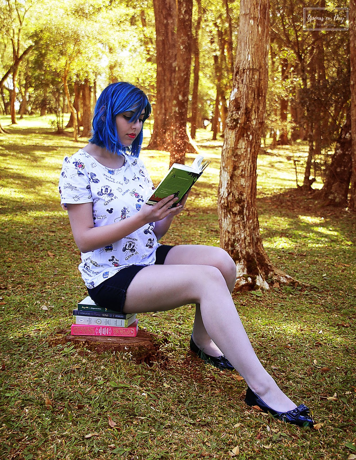 Ensaio fotográfico alternativo com a modelo Bruna na temática de livros e a personagem Coraline. Veja mais!