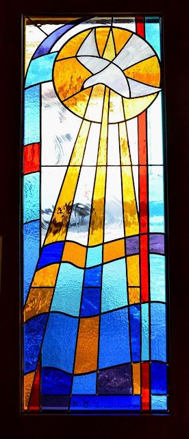 """Vitrail """"Esprit Saint"""", salle de méditation"""