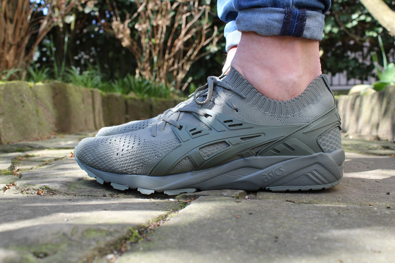 ASICS GEL KAYANO TRAINER KNIT in Grey am Fuß