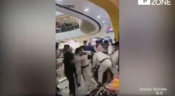 Bak Film Action, Kelompok Taekwondo Dan Kung Fu Ini Saling Berkelahi Saat Bertemu Di Mall