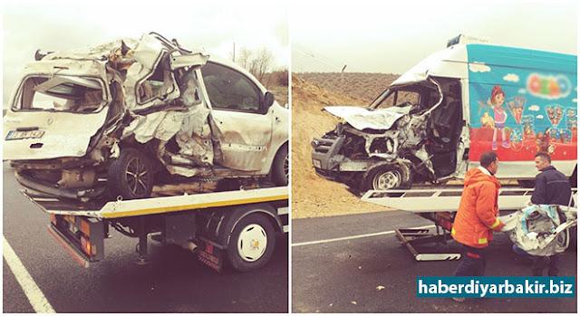 Minibüsün hafif ticari araca çarpması sonucu meydana gelen kazada 1 kişinin hayatını kaybettiği, 2 kişinin de yaralandığı belirtildi.