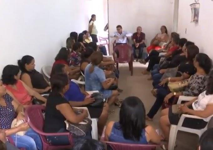 DESCASO - Professores de São João do Sóter protestam contra redução salarial