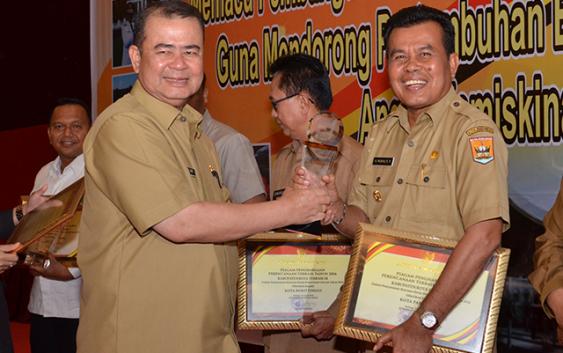 Kota Pariaman Terima Penghargaan Anugerah Pangripta Nusantara RKPD Tahun 2015