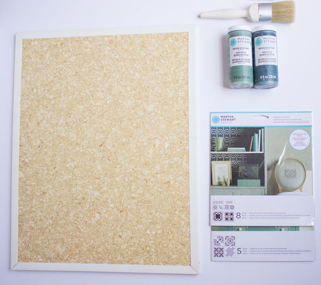 How to stencil a cork bulletin board || http://www.designimprovised.com
