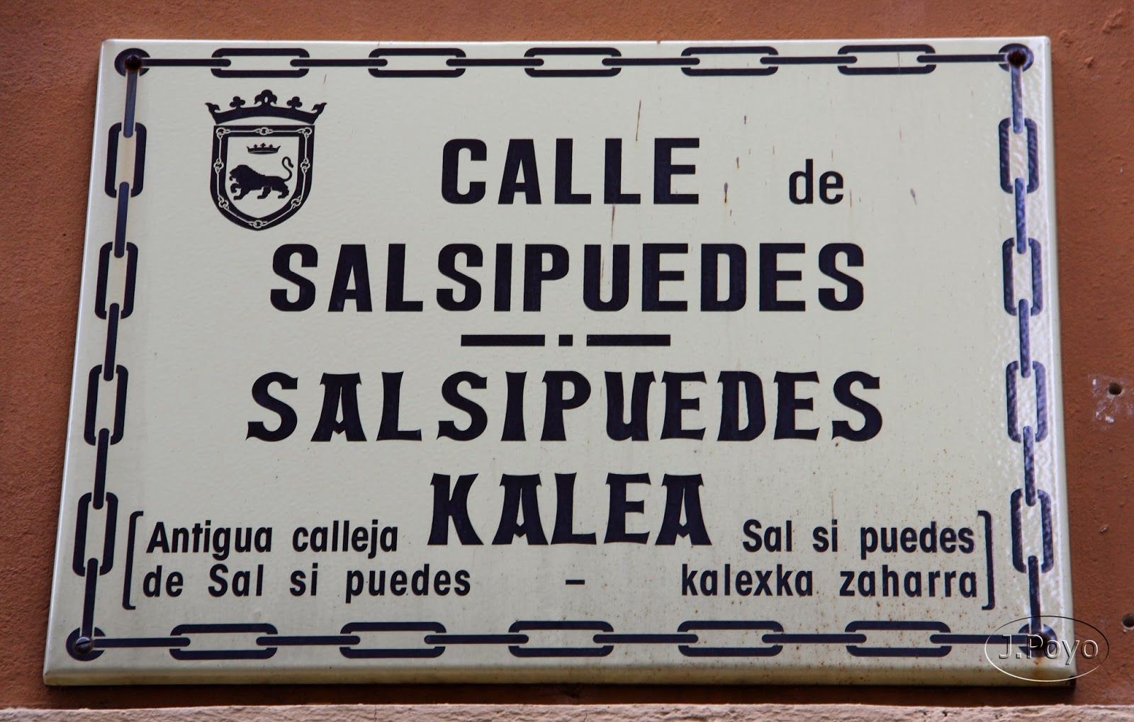 "Calle ""Sal si puedes"", Pamplona"