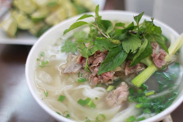 Hanoi offers favorite food, drinks to int'l reporters at Trump-Kim summit 1