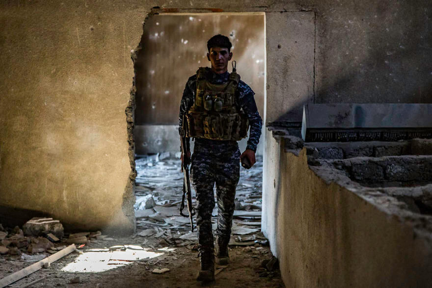 Powerful Heart-Breaking Pictures Of The Battle Of Mosul - A Federal Policeman in a destroyed cinema