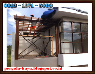 tukang pembuatan pergola - kanopi kayu - pergola kayu