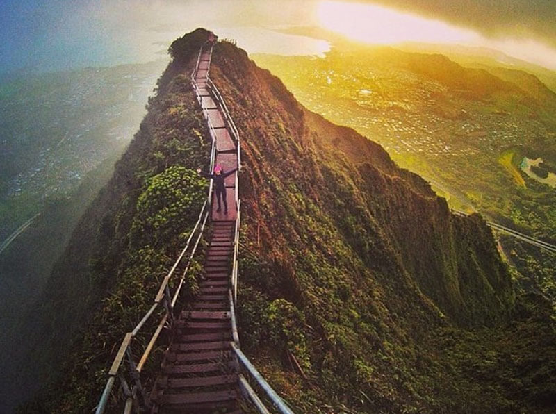 32 Stunning Places on Earth You Should Visit Before You Die - Haiku Stairs, Hawaii