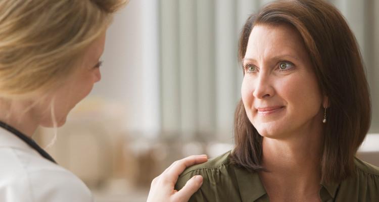 Εμμηνόπαυση: Όσα πρέπει να γνωρίζει μια γυναίκα για την επώδυνη περίοδο