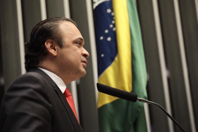 PEC de Roberto de Lucena congela salários de políticos por 5 anos